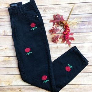 🍂NWT //Zara\\ Mom Fit Rose Patch Jeans🆕